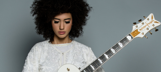 PEOPLE : ANDY ALLO, actrice et chanteuse groovy