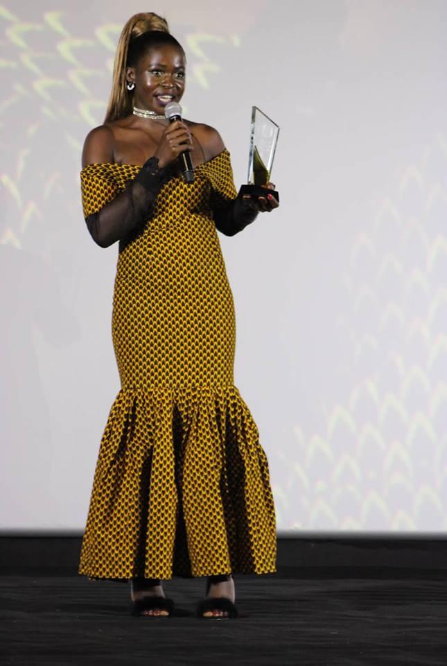 Azah-melvine-trophee-lfc-awards-1-lefilmcamerounais